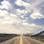 Podróżowanie autostopem – jak wybrać się w podróż z nieznajomymi?